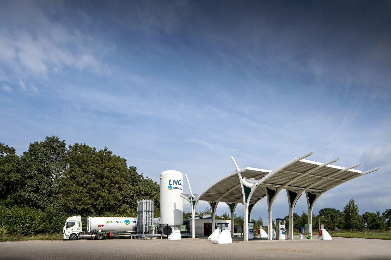 Eine öffentliche LNG-Tankstelle von Rolande im niederländischen Tillburg. Ähnliche Anlagen will das Unternehmen nun auch an fünf deutschen Standorten aufbauen. Foto: Rolande